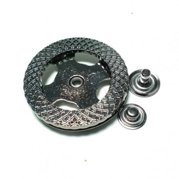 Round and patterned metal studs button diameter 38 mm B 103